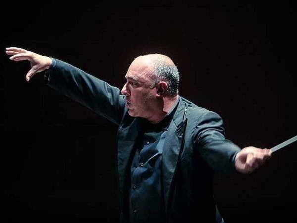 Ernest Martinez-Izquierdo à la tête de l'Orchestre de l'Opéra de Toulon